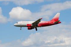 Πετώντας airbus A319-112 vq-BCO της αερογραμμής Ρωσία στο νέο χρώμα Στοκ εικόνα με δικαίωμα ελεύθερης χρήσης