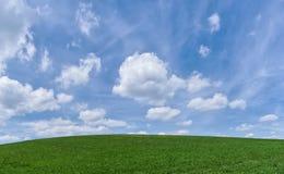 Πεδίο και ουρανός Στοκ Φωτογραφίες