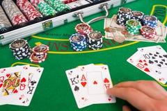 πελεκά derringer τον πίνακα πόκερ παιχνιδιών shotglass Στοκ εικόνα με δικαίωμα ελεύθερης χρήσης