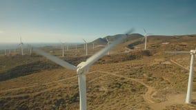 Πηγές εναλλακτικής ενέργειας τεχνολογίας καθαρής ενέργειας αιολικής ενέργειας στο ηφαιστειακό νησί απόθεμα βίντεο