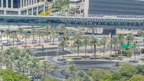 Πηγές κοντά στη κυρία είσοδος στον πιό ψηλό ουρανοξύστη timelapse, Ντουμπάι απόθεμα βίντεο