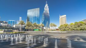 Πηγές κοντά στη κυρία είσοδος στον πιό ψηλό ουρανοξύστη timelapse hyperlapse, Ντουμπάι απόθεμα βίντεο