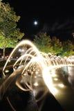 Πηγές στο Columbus Cirlce τη νύχτα Στοκ Εικόνες