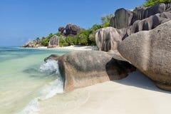 Πηγή δ ` Argent Anse - βράχοι γρανίτη στην όμορφη παραλία στο τροπικό Λα Digue νησιών στις Σεϋχέλλες Στοκ φωτογραφίες με δικαίωμα ελεύθερης χρήσης