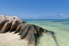 Πηγή δ ` Argent Anse - βράχοι γρανίτη στην όμορφη παραλία στο τροπικό Λα Digue νησιών στις Σεϋχέλλες Στοκ εικόνα με δικαίωμα ελεύθερης χρήσης