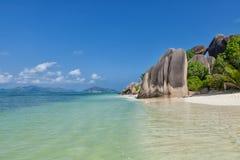 Πηγή δ ` Argent Anse - βράχοι γρανίτη στην όμορφη παραλία στο τροπικό Λα Digue νησιών στις Σεϋχέλλες Στοκ Εικόνα