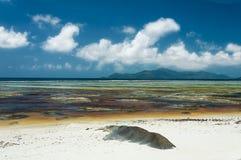 Πηγή δ ` Argent Anse - όμορφη παραλία στο τροπικό Λα Digue νησιών στις Σεϋχέλλες Στοκ Εικόνα