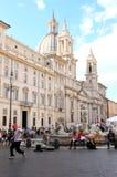 Πηγή και εκκλησία στην πλατεία Navona, Ρώμη, Ιταλία Στοκ Εικόνα