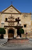 Πηγή και εκκλησία Antequera στην Ισπανία Στοκ φωτογραφίες με δικαίωμα ελεύθερης χρήσης