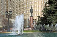 Πηγή και μνημείο στο Charles de Gaulle μια ημέρα άνοιξη στη Mo Στοκ φωτογραφία με δικαίωμα ελεύθερης χρήσης