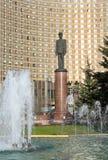 Πηγή και μνημείο στο Charles de Gaulle στη Μόσχα Στοκ Εικόνες