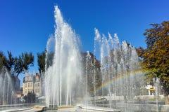 Πηγή και ουράνιο τόξο στο κέντρο Pleven, Βουλγαρία Στοκ φωτογραφία με δικαίωμα ελεύθερης χρήσης