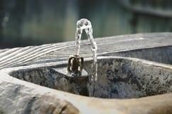 Πηγή κατανάλωσης με το ρέοντας νερό Στοκ εικόνα με δικαίωμα ελεύθερης χρήσης