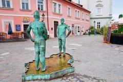 Πηγή με δύο pissing άτομα κοντά στο μουσείο του Franz Kafka στοκ εικόνες με δικαίωμα ελεύθερης χρήσης