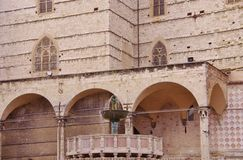 Πηγή μπροστά από το cathedralof Άγιος Lau Στοκ Εικόνες