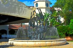 Πηγή νερού από τις κιθάρες, έξω από το ξενοδοχείο σκληρής ροκ Φωτογραφία απεικόνισης στοκ εικόνα