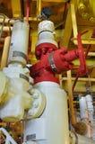 Πηγή παραγωγής, πηγή στην παράκτια πλατφόρμα πετρελαίου και φυσικού αερίου, δέντρα X'MAS στο παράκτιο πετρέλαιο και τη διαδικασία στοκ εικόνες με δικαίωμα ελεύθερης χρήσης