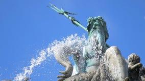 Πηγή, Ποσειδώνας ενάντια στον ουρανό, Βερολίνο, Γερμανία απόθεμα βίντεο