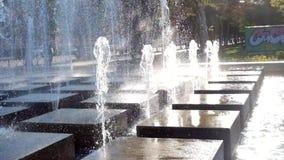 Πηγή προαυλίων Σύγχρονη πηγή σε ένα πάρκο Στοκ εικόνες με δικαίωμα ελεύθερης χρήσης