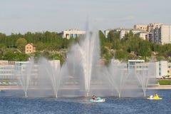Πηγή πόλεων στην πόλη Κόλπων Cheboksary, Chuvash Δημοκρατία, στοκ φωτογραφίες