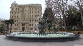 Πηγή σε ένα πάρκο πόλεων, νεφελώδης ημέρα Δεκεμβρίου Μπακού, Αζερμπαϊτζάν φιλμ μικρού μήκους