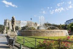 Πηγή σε Plaza de καταλωνία στη Βαρκελώνη, Ισπανία Στοκ Εικόνα