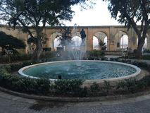 Πηγή σε Triq Sant& x27 orsla, Valletta, Μάλτα στοκ φωτογραφίες