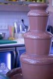 Πηγή σοκολάτας σε μια κουζίνα στοκ φωτογραφία