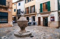 Πηγή στην περιοχή κοκκόρων ή Λα Font del Gall στο κέντρο Pollensa στοκ εικόνα με δικαίωμα ελεύθερης χρήσης