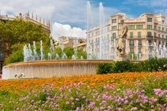 Πηγή στην πλατεία της Καταλωνίας στη Βαρκελώνη, Ισπανία Στοκ φωτογραφία με δικαίωμα ελεύθερης χρήσης