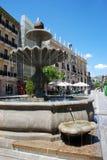 Πηγή στη πλατεία της πόλης, Γρανάδα Στοκ φωτογραφίες με δικαίωμα ελεύθερης χρήσης