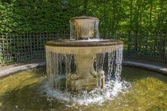 Πηγή στον κήπο των Βερσαλλιών, Γαλλία Στοκ εικόνες με δικαίωμα ελεύθερης χρήσης