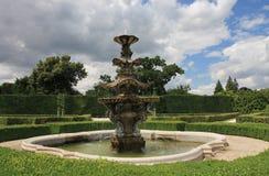 Πηγή στο γαλλικό κήπο πάρκων σε Lednice στη Δημοκρατία της Τσεχίας μέσα Στοκ εικόνες με δικαίωμα ελεύθερης χρήσης