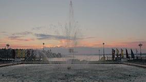 Πηγή στο ηλιοβασίλεμα απόθεμα βίντεο
