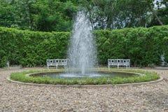 Πηγή στο κέντρο κήπων Στοκ Εικόνα
