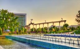 Πηγή στο τετράγωνο ανεξαρτησίας στην Τασκένδη, Ουζμπεκιστάν στοκ φωτογραφίες