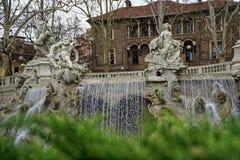 Πηγή στο τετράγωνο πάρκων Valentino στο Τουρίνο, Ιταλία στοκ φωτογραφίες με δικαίωμα ελεύθερης χρήσης