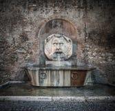 Πηγή στο Hill Aventine, Ρώμη, Ιταλία στοκ εικόνες