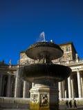 Πηγή στο ST Peter Bernini στη πόλη του Βατικανού Στοκ Εικόνες