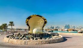 Πηγή στρειδιών και μαργαριταριών στον περίπατο παραλιών Corniche σε Doha, Κατάρ Στοκ Εικόνα