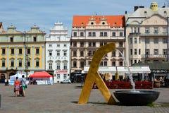 Πηγή Τετράγωνο Δημοκρατίας Plzen cesky τσεχική πόλης όψη δημοκρατιών krumlov μεσαιωνική παλαιά Στοκ φωτογραφίες με δικαίωμα ελεύθερης χρήσης