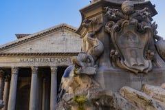 Πηγή της Ρώμης, Ιταλία της λεπτομέρειας Pantheon μπροστά από τη Ρώμη Στοκ Εικόνες