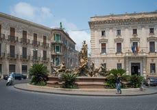 Πηγή της Artemis στην πλατεία Archimede, Siracusa Ortigia, Σικελία, Ιταλία Στοκ Φωτογραφίες