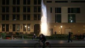 Πηγή του Βερολίνου τη νύχτα 4K φιλμ μικρού μήκους