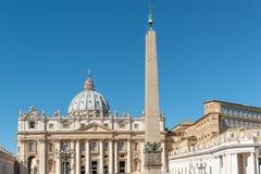 πηγή Peter Ρώμη s τετραγωνικό ST Βατικανό πόλεων bernini βασιλικών ανασκόπησης Στοκ Εικόνα
