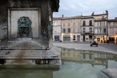 Πηγή Place de Λα Republique σε Arles, Γαλλία Στοκ Εικόνα