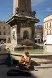 Πηγή Place de Λα Republique σε Arles, Γαλλία Στοκ Εικόνες