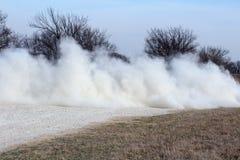 Πηγαίνοντας γρήγορη διαβίωση χωρών σύννεφων σκόνης Στοκ Εικόνες