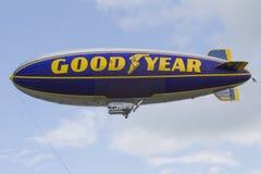 Πηδαλιουχούμενο εύκαμπτο αερόστατο GoodYear Στοκ Εικόνα