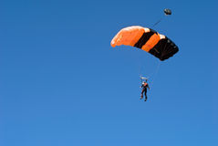 πηδώντας αλεξίπτωτο Στοκ Εικόνα